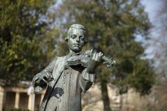 Skąpanie, Somerset, Zjednoczone Królestwo, 22nd 2019 Luty, statua Wolfgang Amadeus Mozart w parada ogródach obraz royalty free