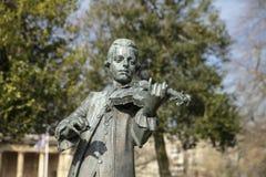 Skąpanie, Somerset, Zjednoczone Królestwo, 22nd 2019 Luty, statua Wolfgang Amadeus Mozart w parada ogródach fotografia royalty free