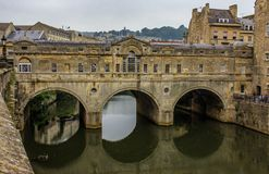 Skąpanie Zakrywający most w skąpaniu, Anglia obraz royalty free