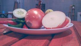 Składów ziele na białym talerzu i pikantność obrazy royalty free
