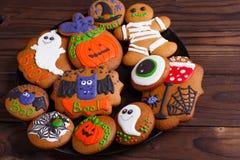 Skład świezi domowej roboty Halloween piernikowi ciastka na t fotografia royalty free