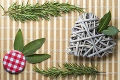 Skład aromatyczne rośliny od kuchni, rozmaryny, zwis Obrazy Royalty Free