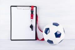 Skład na pastylce z prześcieradłem papierowego obwieszenia gwizd i piłki nożnej piłka na lekkim tle Zdjęcia Stock