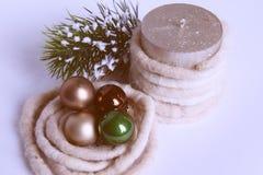 Skład piłki, świeczka i dekoracje Bożenarodzeniowi, Fotografia Royalty Free