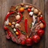 Skład różnorodne żywność na drewnianym stole Odgórny widok fotografia stock