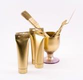 Skład złoci przedmioty - farb tubki, muśnięcie, szpachelka, szkło Zdjęcie Royalty Free