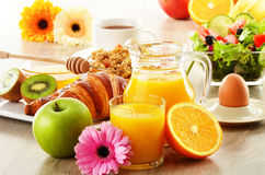Skład z śniadaniem na stole obraz stock