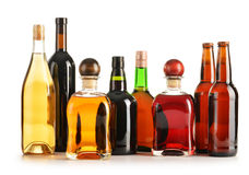 Skład z butelkami asortowani alkoholiczni produkty   Obrazy Stock