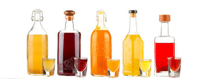 Skład z butelkami asortowani alkoholiczni produkty odizolowywający na bielu Obraz Royalty Free