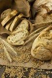Skład z chlebem w łozinowym koszu Obrazy Royalty Free