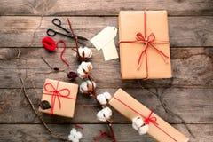 Skład z drobnicowymi prezentów pudełkami na tle Zdjęcie Royalty Free