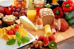 Skład z rozmaitością żywność organiczna produkty fotografia royalty free