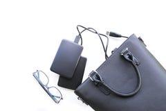 Skład z torbą, dyskami twardymi i szkłami czarnymi, zdjęcie stock