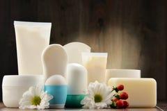 Skład z zbiornikami ciała piękna i opieki produkty Obrazy Stock