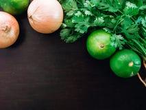 Składnik Asia jedzenie, grupowy organicznie świeży kolender, cilant Zdjęcia Stock