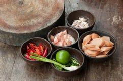 Składnik surowy jedzenie w małej drewnianej filiżance Zdjęcie Royalty Free