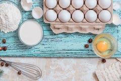 Składnika przygotowania spaghetti z jajkami, pomidorów ziele i pikantność, obrazy royalty free