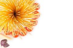 Składnika Włoskiego makaronu odgórny widok - snop spaghetti, czereśniowi pomidory, basil, ser na białej drewno desce z pustą kopi Zdjęcie Stock