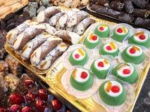 składniki żywności kulinarni włoskich Cannoli i cassata obrazy stock