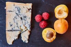 składniki Błękitny ser, morele i malinka, Obrazy Stock