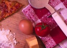 Składniki dla kulinarnej pizzy zdjęcia royalty free
