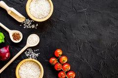 Składniki dla paella na ciemnego tła odgórnym widoku Zdjęcie Royalty Free