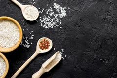 Składniki dla paella na ciemnego tła odgórnym widoku Obraz Stock