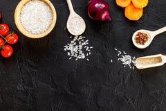 Składniki dla paella na ciemnego tła odgórnym widoku Fotografia Royalty Free