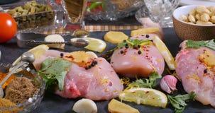 Składniki i hindus pikantność dla kurczaka tikka masala zdjęcie wideo