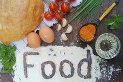 składu jedzenia zieleni słoju oleju oliwka pieprzy czerwień Chleb, pomidory, jajka, masło, mąka, cebula, czosnek, pietruszka, pik Obraz Royalty Free