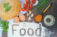 składu jedzenia zieleni słoju oleju oliwka pieprzy czerwień Chleb, pomidory, jajka, masło, mąka, cebula, czosnek, pietruszka, pik Zdjęcia Royalty Free