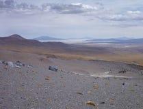 Skłony wokoło wulkanu isluga przy chilean altiplano Zdjęcia Stock