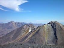 Skłony wokoło wulkanu isluga przy chilean altiplano Zdjęcie Royalty Free
