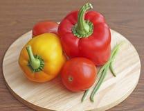 Skład warzywa na drewnianym tle Zdjęcia Royalty Free