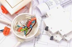 Składniki dla elektrycznych instalacj i budowa diagramów Zdjęcia Stock