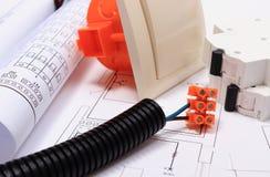 Składniki dla elektrycznych instalacj i budowa diagramów Fotografia Royalty Free