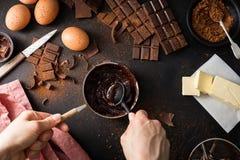 Składniki dla kulinarnego czekoladowego ciasta od above Zdjęcie Royalty Free