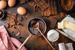 Składniki dla kulinarnego czekoladowego ciasta od above Zdjęcie Stock