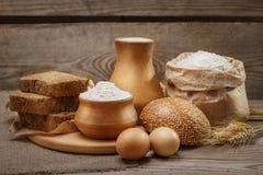 Składniki dla wypiekowego chleba i ciasta Fotografia Stock