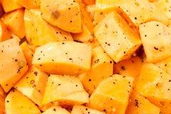 skära i tärningar den rå sötsaken för potatisen Royaltyfria Bilder