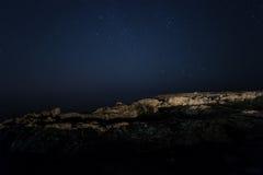 Skała nocne niebo gwiaździsty Morze Morze podkreślający kamera spowodować globu przepływu narażenia rotacji jest gwiazda długo ci Obrazy Royalty Free