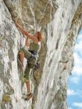 skała wspinaczkowy nastolatka Obrazy Royalty Free