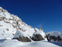 skała zakrywający śnieg Zdjęcia Royalty Free