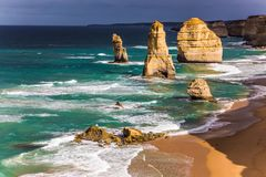 Skały Dwanaście apostołów w ocean kipieli obrazy stock
