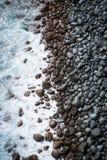 skały fale oceanu przenocować zdjęcia royalty free