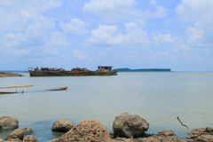 Skały i boatand wyspa obrazy stock