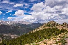 Skały i chmury Skalistej góry park narodowy Kolorado stan, usa obrazy royalty free