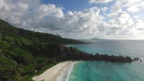 Skały i fala przy plażą Seychelles wyspy zbiory wideo