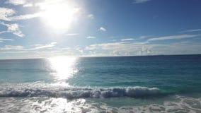 Skały i fala przy plażą Seychelles wyspy zbiory