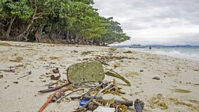 Skały i ocean, azjata plaża, zanieczyszczenie Zdjęcie Stock